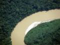 8. Nánosový (vnitřní) břeh meandru-vpravo a nárazový (vnější) břeh meandru-vlevo; řeka Tamaya, Ucayali, Peru (JL).