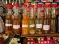 7. Oleje a pryskyřice rostlinného a živočišného původu, již neexistující trh Mercado dos ve městě Pucallpa, Ucayali, Peru (LB).