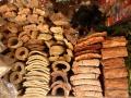 "8. Kůry a dřeva na trhu Bellavista, Pucallpa, Ucayali, Peru; např. abuta, Abuta grandifolia (Mart.) Sandwith, lunoplodovité (Menispermaceae), šp. Abuta; bauhínie ""opičí žebřík"" Bauhinia sp. bobovité (Fabaceae), angl. Monkey ladder, šp. Escalera de mono; mlékovec, Brosimum acutifolium Huber, morušovníkovité (Moraceae), šp. Tamamuri (LB)."